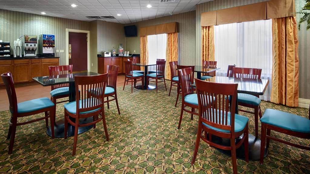 Best Western Plus Kalamazoo Suites - Enjoy a balanced and delicious breakfast with options for everyone.