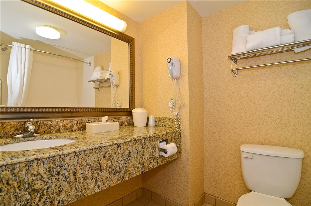 Best Western Executive Inn & Suites - Bagno in camera