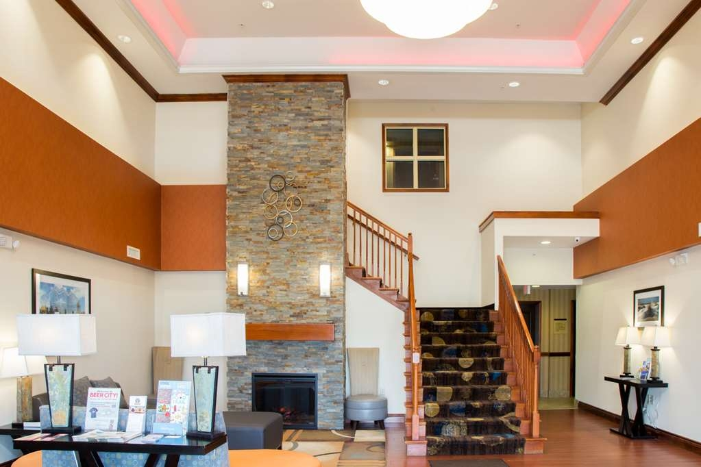 Best Western Executive Inn & Suites - Vestíbulo del hotel