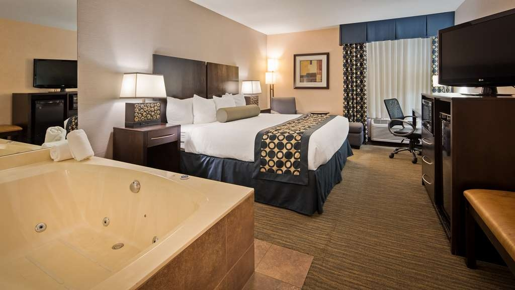Best Western Plus Coldwater Hotel - Are you seeking pure, complete and total relaxation? Then make a reservation in our king guest room with whirlpool.