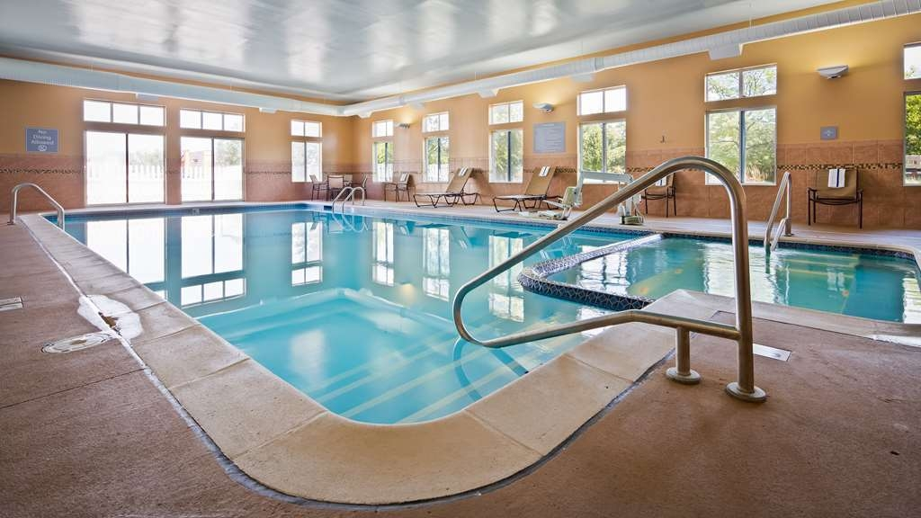 Best Western Plus Coldwater Hotel - The indoor pool is perfect for swimming laps or taking a quick dip.