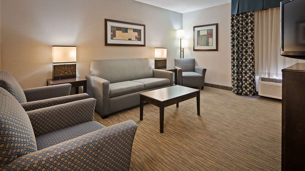 Best Western Plus Coldwater Hotel - Settle in for the evening and relax in our two queen suite living area.