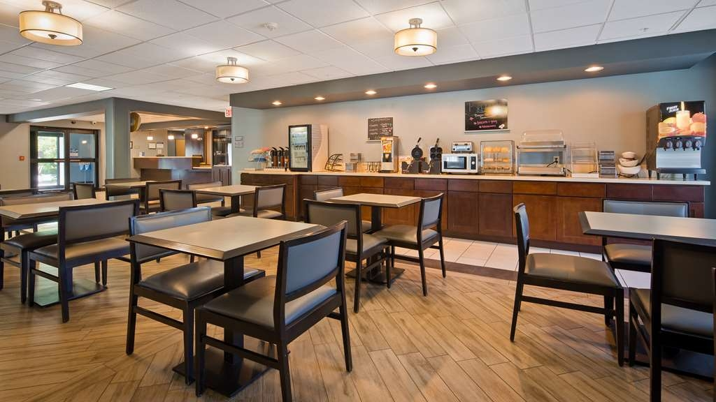 Best Western Plus Coldwater Hotel - Enjoy a balanced and delicious breakfast with choices for everyone.