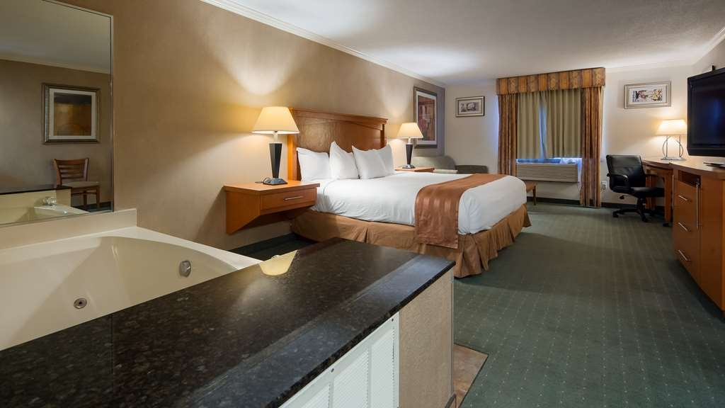 Best Western Davison Inn - Are you seeking pure, complete and total relaxation? Then make a reservation in our king suite with whirlpool.