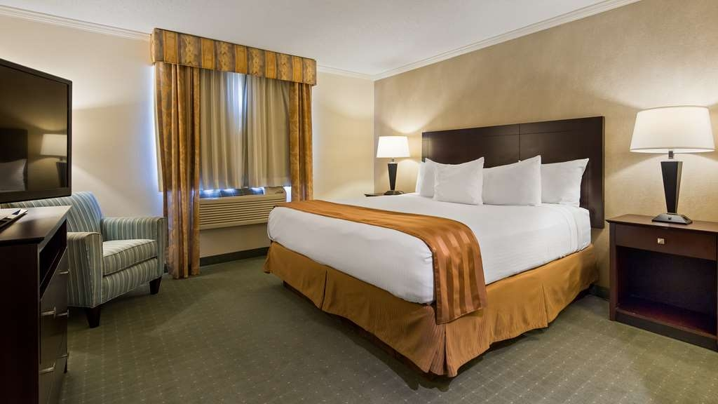 Best Western Davison Inn - Sink into our comfortable beds each night and wake up feeling completely refreshed.