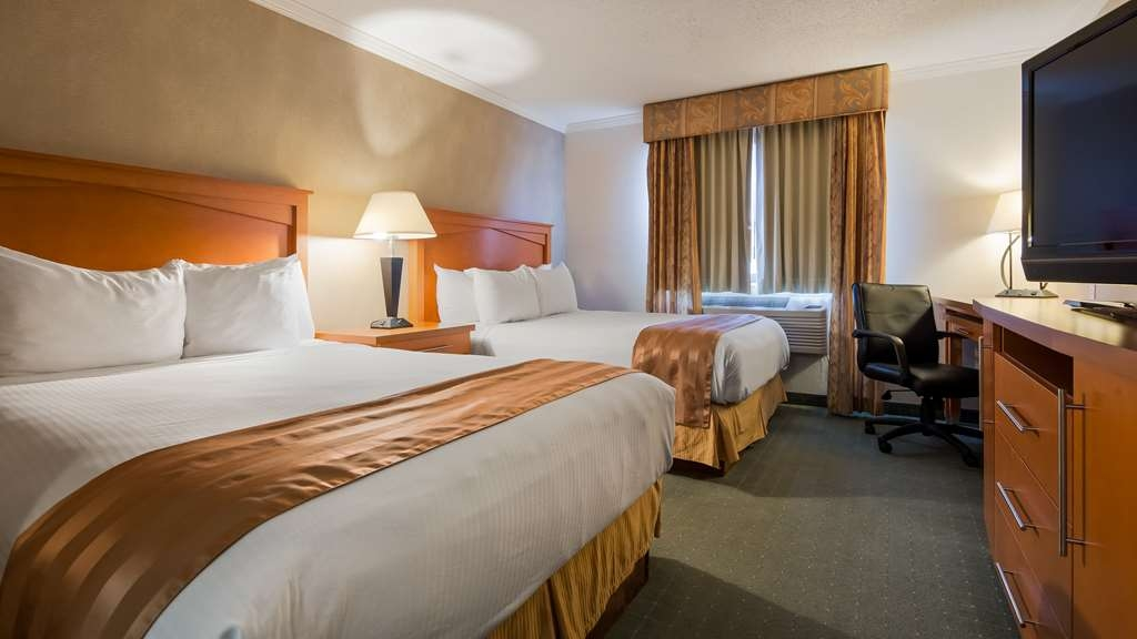 Best Western Davison Inn - If you're traveling with your family or group of friends, opt for our two queen guest room.