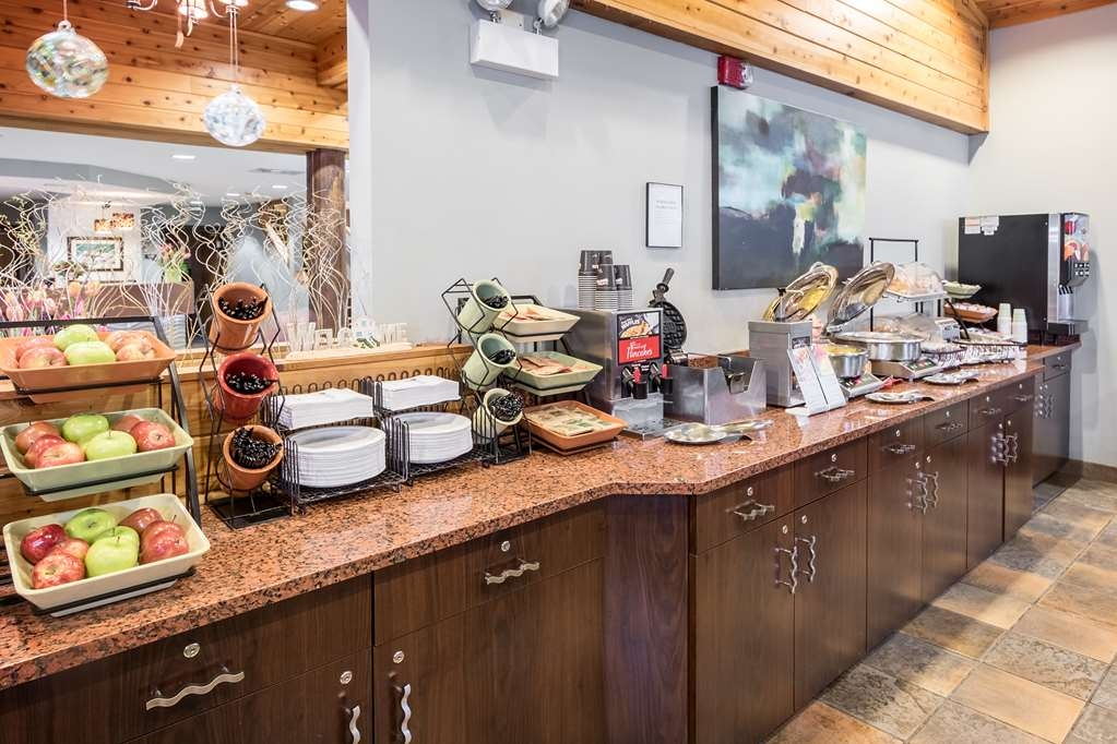 Best Western Plus Holland Inn & Suites - Le petit déjeuner buffet