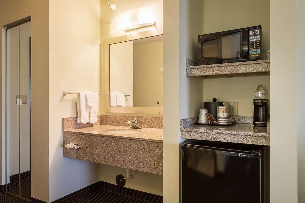 Best Western Plus Holland Inn & Suites - In-Room Amenities