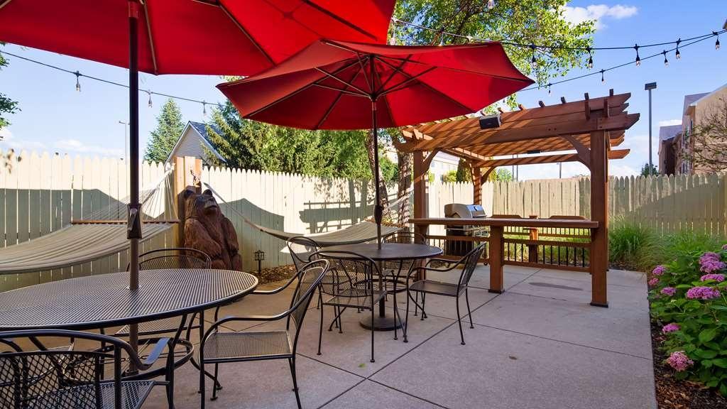 Best Western Plus Holland Inn & Suites - patio