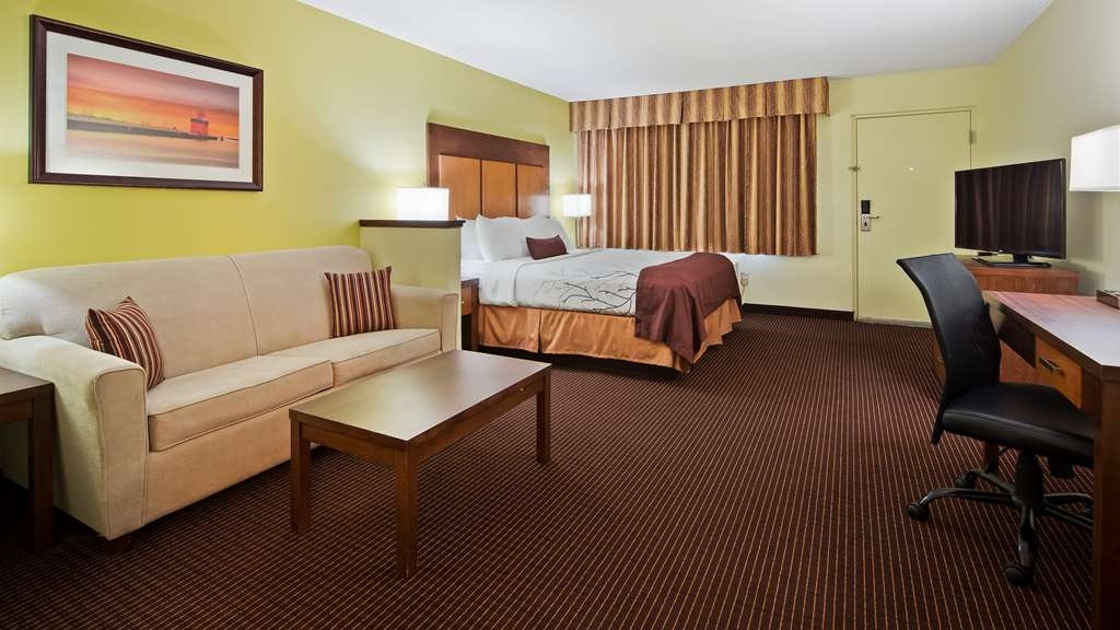 Best Western Plus Holland Inn & Suites - King Whirlpool Suite