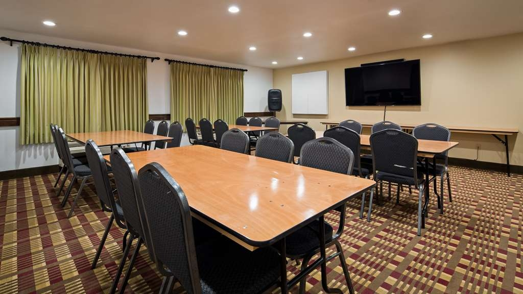 Best Western Plus Holland Inn & Suites - Need to schedule a meeting for business? We have space available for you and your clients.