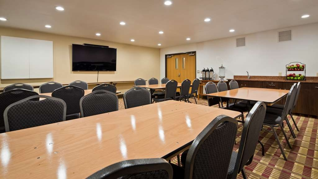 Best Western Plus Holland Inn & Suites - Our professional staff is here to go above and beyond your expectations to ensure your meeting is perfect.