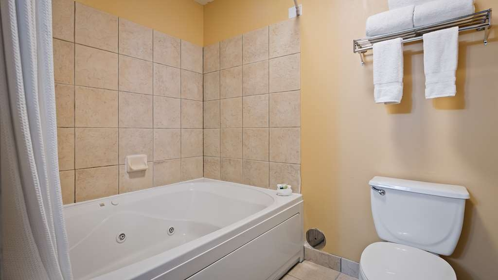 Best Western Plus Holland Inn & Suites - Take a dip in your Jetted Whirlpool Tub.