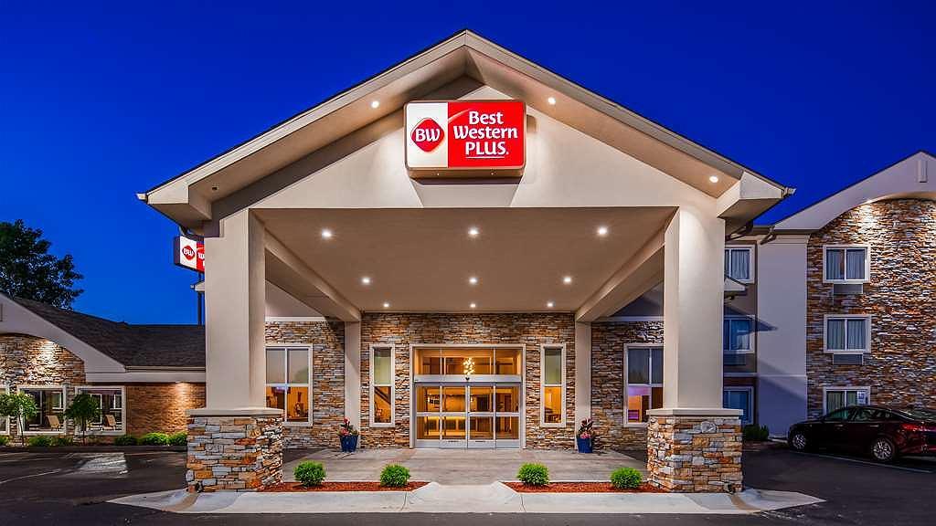 Best Western Plus Flint Airport Inn & Suites - Außenansicht