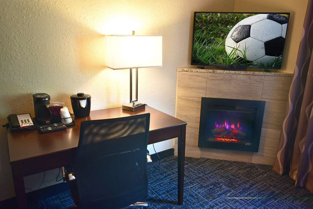 Best Western Plus Flint Airport Inn & Suites - Executive Suite - King with Sofa, Whirlpool, Fireplace