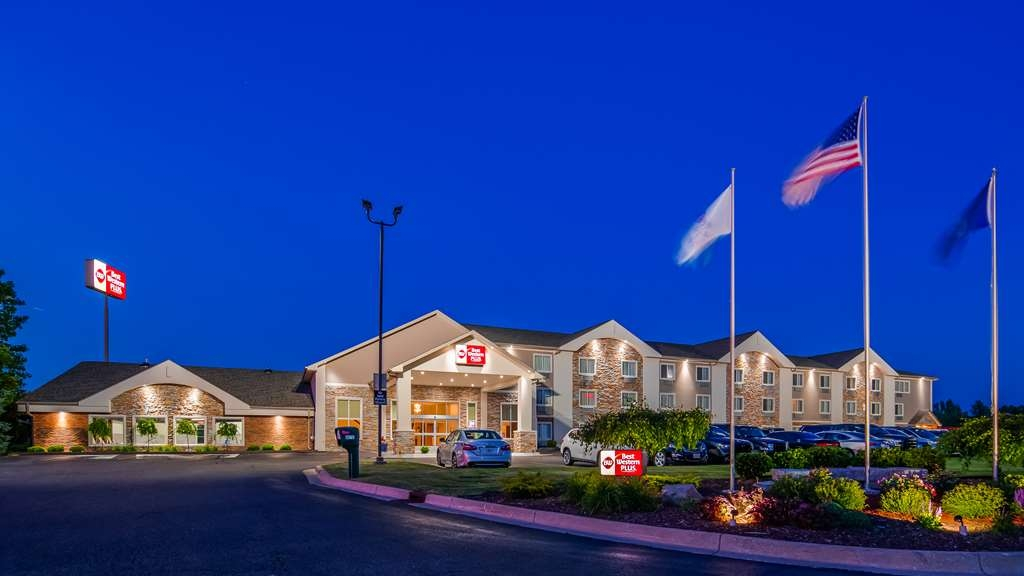 Best Western Plus Flint Airport Inn & Suites - We pride ourselves on being the finest hotel in Flint! Flint/Genesee County Hotel of the Year 2017-2018!