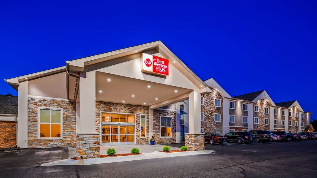 Best Western Plus Flint Airport Inn & Suites - No matter what time of year, we know you will love the Best Western Plus Flint Airport Inn & Suites.