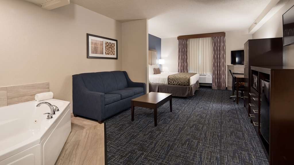 Best Western Plus Flint Airport Inn & Suites - King Whirlpool Sofa Suite with Fireplace