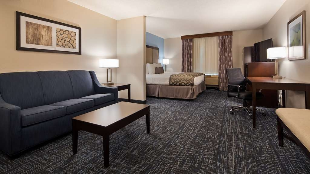 Best Western Plus Flint Airport Inn & Suites - King Suite with Sofa