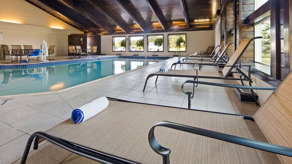 Best Western Plus Flint Airport Inn & Suites - The indoor pool is perfect for taking a quick dip or swimming laps.