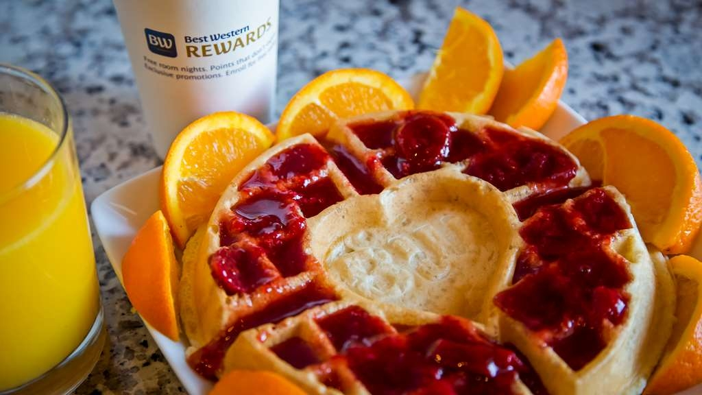 Best Western Plus Flint Airport Inn & Suites - Come and build your best waffle!