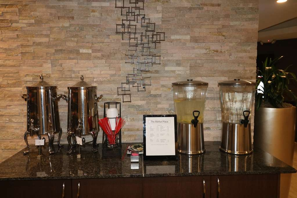 Best Western Premier Detroit Southfield Hotel - Stay hydrated or get your caffeine fix at our drink station located near the lobby.