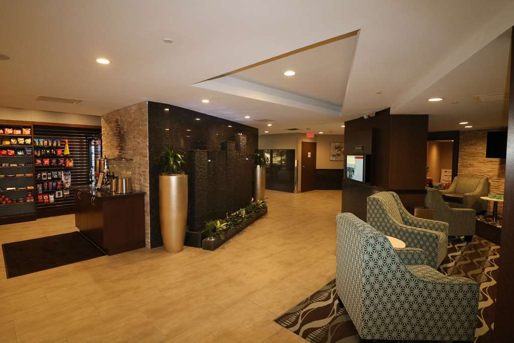 Best Western Premier Detroit Southfield Hotel - First impressions are the most important, and our chic lobby is no exception to that rule.