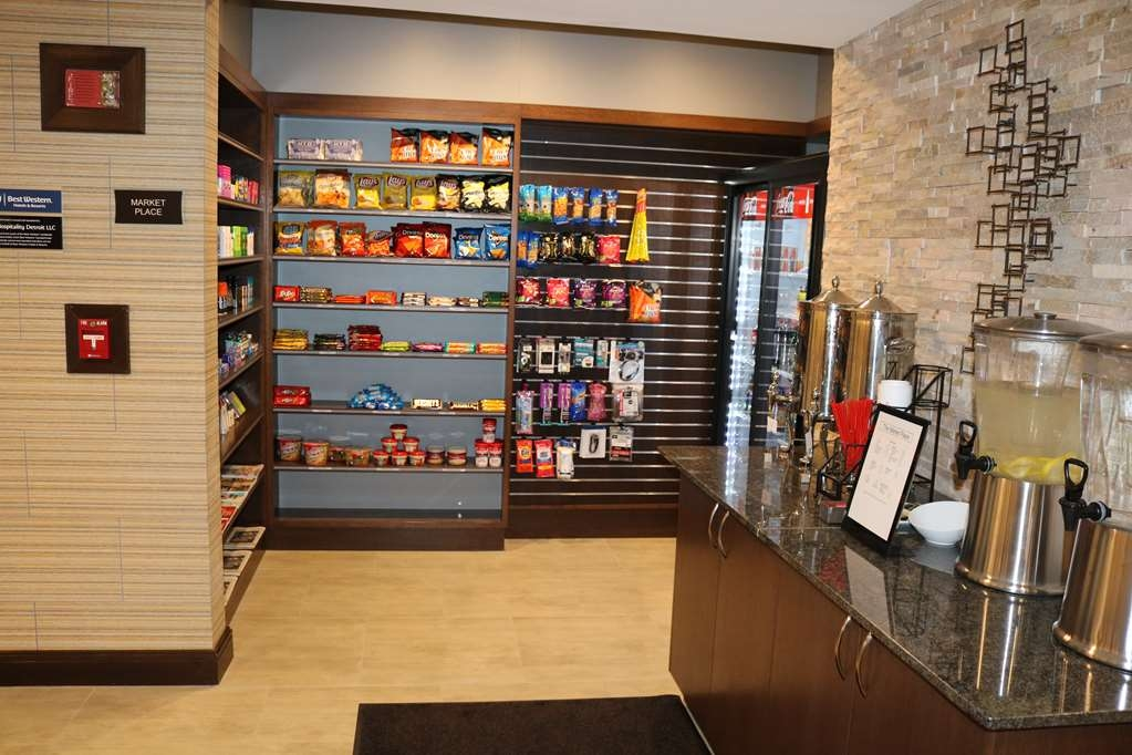 Best Western Premier Detroit Southfield Hotel - Stock up on your favorite snacks at our Sundry Shop!