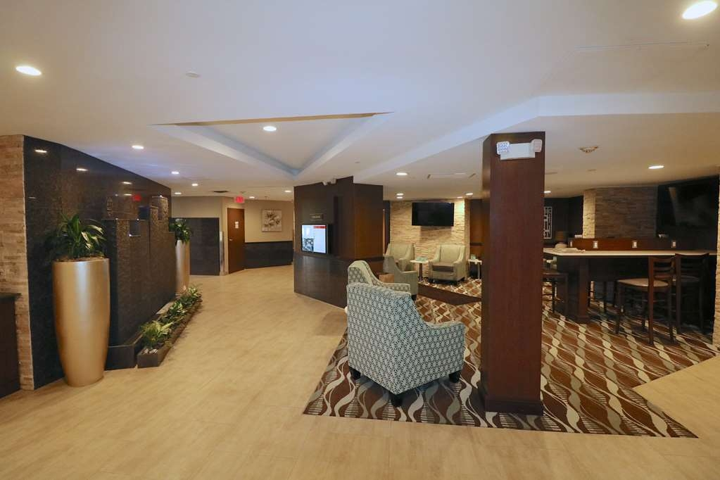 Best Western Premier Detroit Southfield Hotel - We strive to exceed your every expectation starting from the moment you walk into our lobby.