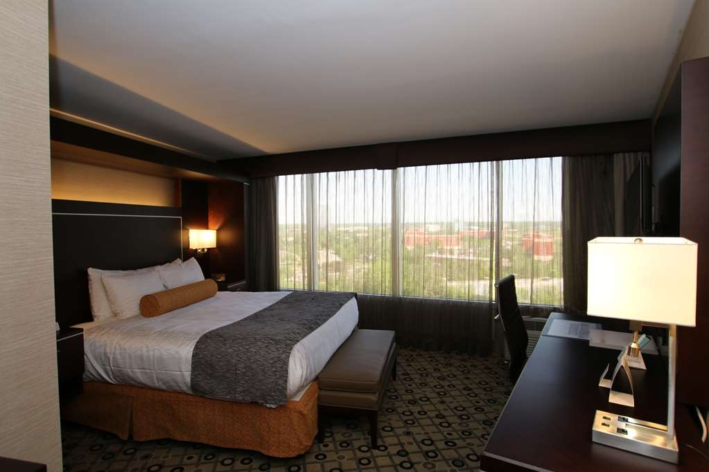 Best Western Premier Detroit Southfield Hotel - Designed for corporate and leisure traveler alike, make a reservation in this King Guest Room featuring a city view.