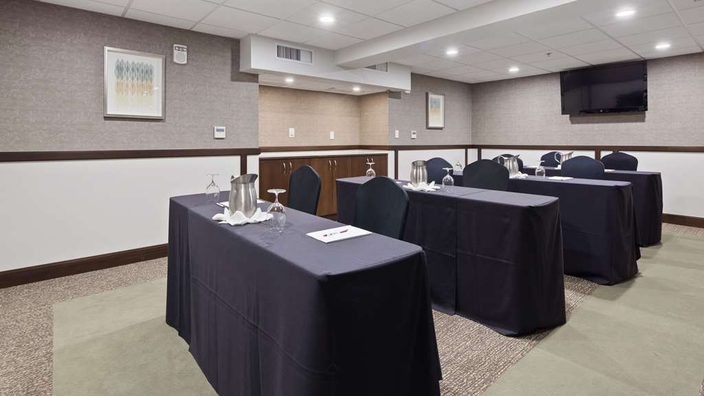 Best Western Premier Detroit Southfield Hotel - Allow our professional staff to take care of you and your party in any of our meeting rooms.