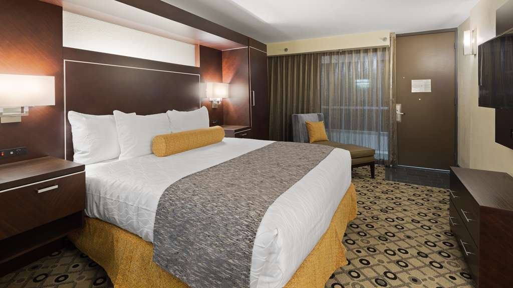 Best Western Premier Detroit Southfield Hotel - We've designed our ADA mobility accessible rooms to make our guests with disabilities feel more comfortable.