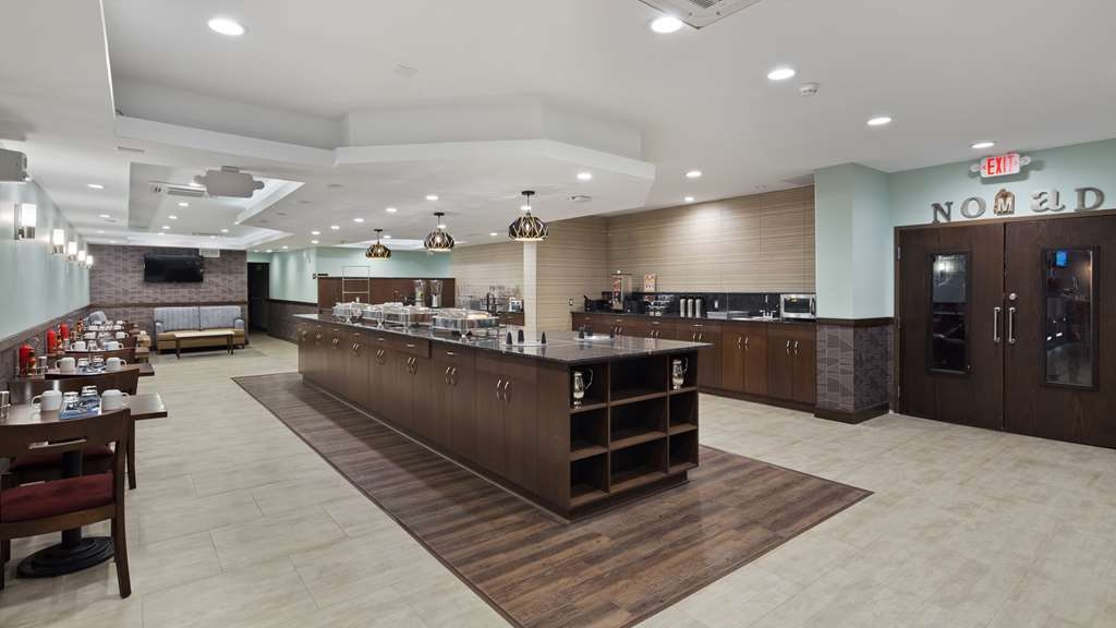Best Western Premier Detroit Southfield Hotel - Enjoy a balanced and delicious breakfast with choices for everyone.