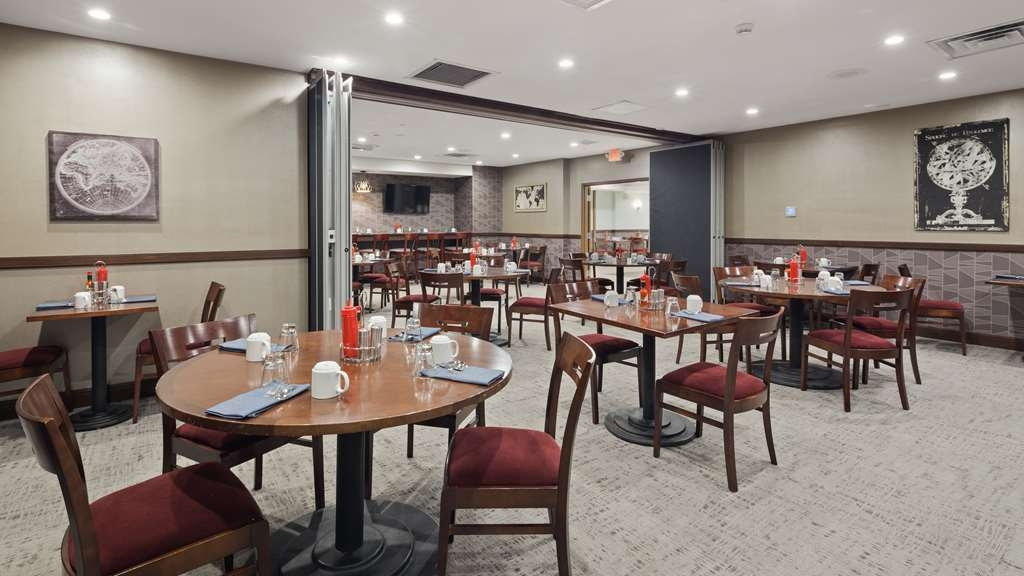 Best Western Premier Detroit Southfield Hotel - Our breakfast room offers intimate dining for couples and smaller groups.