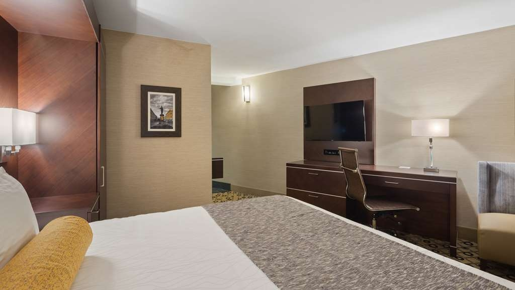 Best Western Premier Detroit Southfield Hotel - Pull back the covers, hop in and catch your favorite TV show in our ADA Accessible King Guest Room.