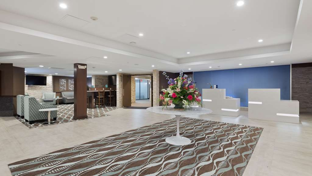 Best Western Premier Detroit Southfield Hotel - The moment you step into our chic lobby, you'll feel like part of our family. Stay with people who care!