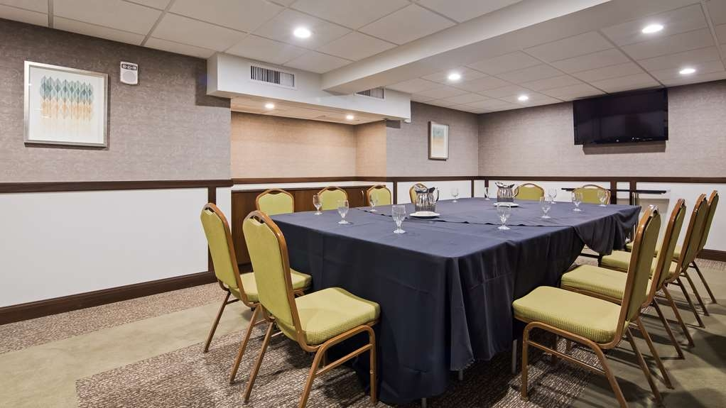 Best Western Premier Detroit Southfield Hotel - Our professional staff is here to go above and beyond your expectations to ensure your meeting is perfect.
