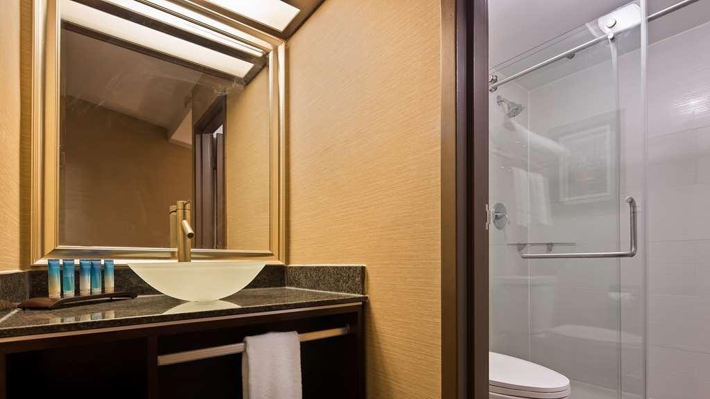 Best Western Premier Detroit Southfield Hotel - guest room bath
