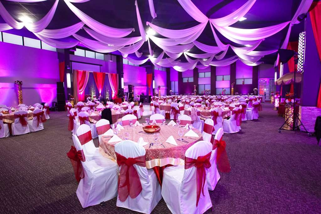 Best Western Premier Detroit Southfield Hotel - Allow our professional staff to assist you for your next event!