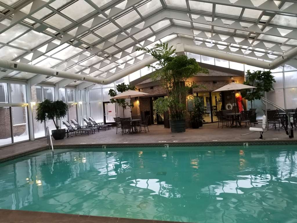 Best Western Okemos/East Lansing Hotel & Suites - Indoor Heated Pool with Retractable Roof