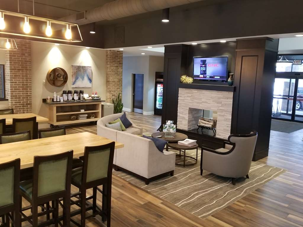 Best Western Okemos/East Lansing Hotel & Suites - Hall