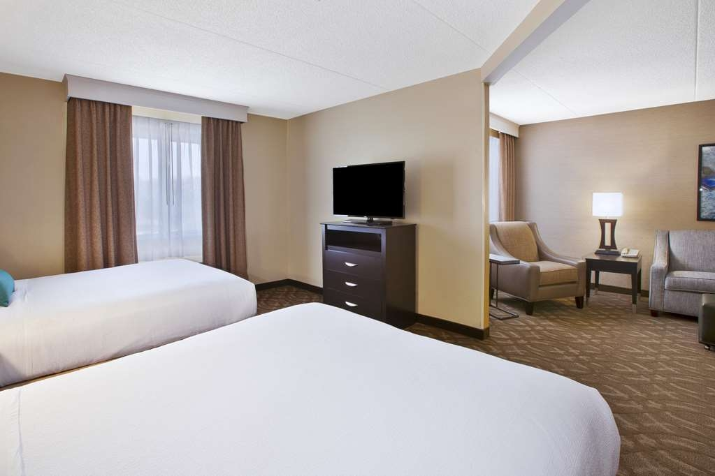 Best Western Okemos/East Lansing Hotel & Suites - Chambres / Logements