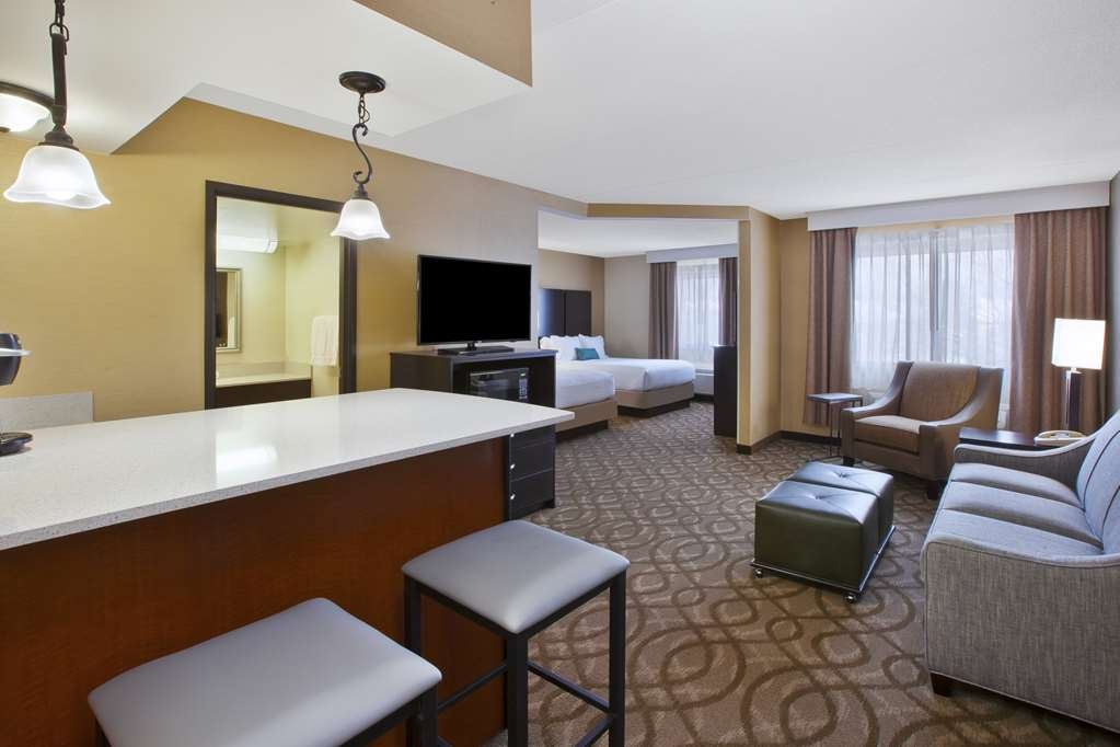 Best Western Okemos/East Lansing Hotel & Suites - Two Queen Suite Guest Room