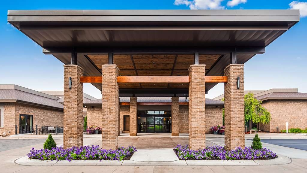 Best Western Okemos/East Lansing Hotel & Suites - Facciata dell'albergo