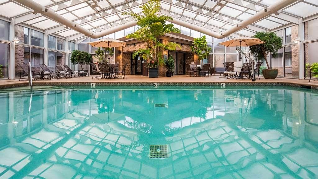 Best Western Okemos/East Lansing Hotel & Suites - Piscina