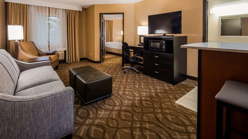 Best Western Okemos/East Lansing Hotel & Suites - Suite