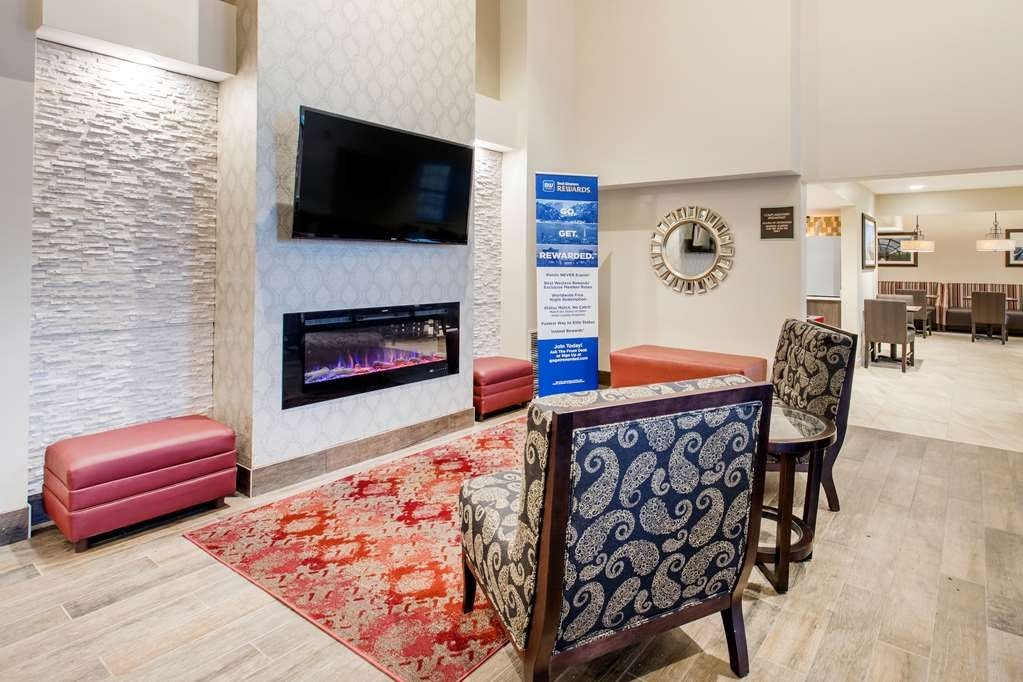 Best Western Plus Grand Castle Inn & Suites Grand Rapids West - Hall