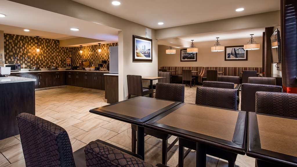 Best Western Plus Grand Castle Inn & Suites Grand Rapids West - Ristorante / Strutture gastronomiche