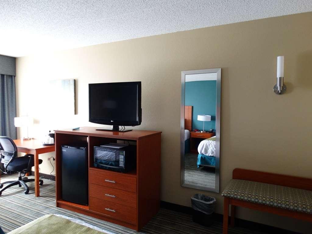 Best Western Warren Hotel - Standard Double Queen Guest Room Amenities