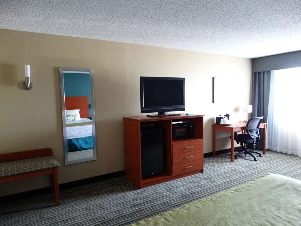 Best Western Warren Hotel - Standard King Guest Room Amenities